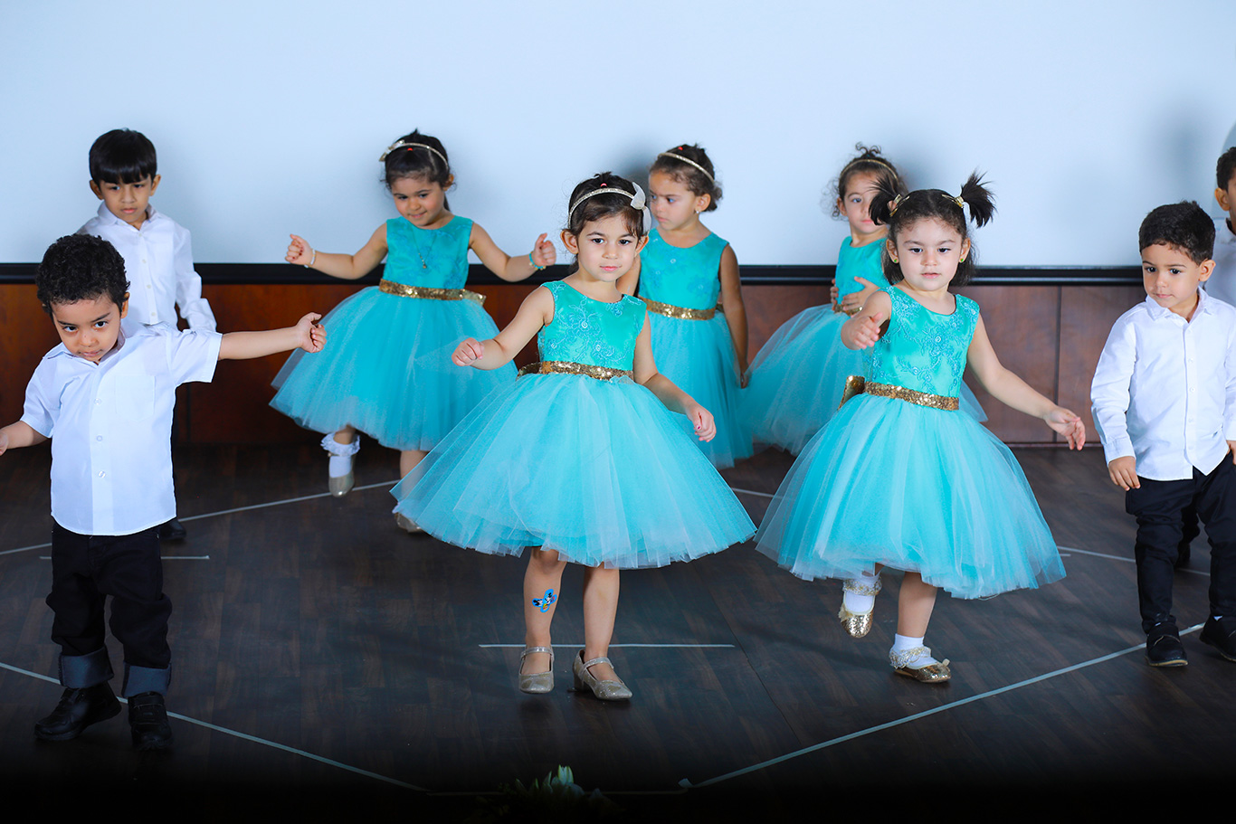 Professional School Photography Companies in Doha Qatar